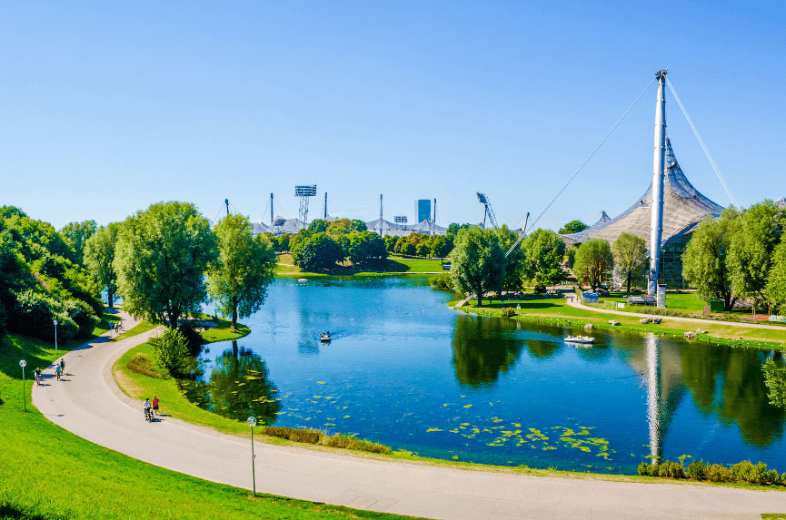 hostel-muenchen-olympiapark-im-sommer