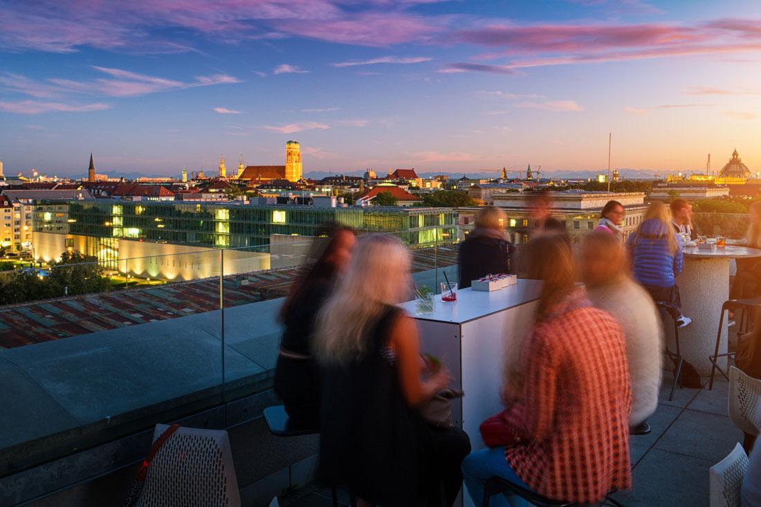 Bar auf einer Rooftop Terrasse in München