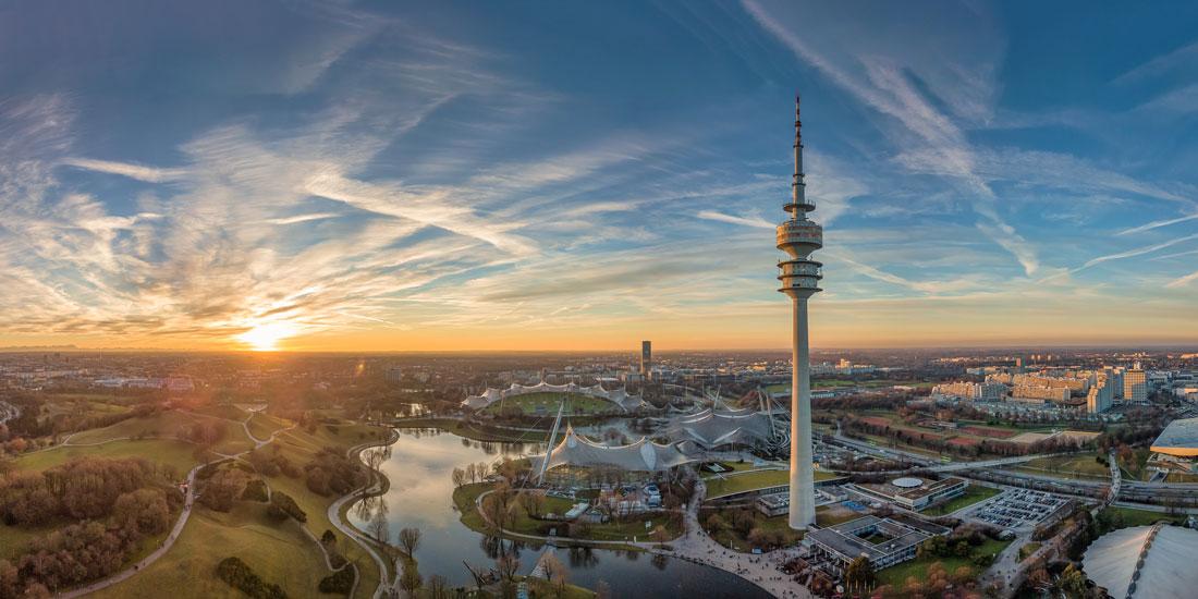 Luftaufnahme mit Blick über München - Olympiapark